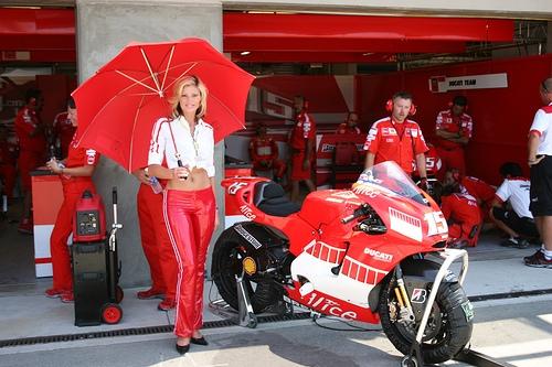 Moto GP: A Le Mans Stoner fuoriserie, grazie a Simoncelli Valentini Rossi conquista il podio