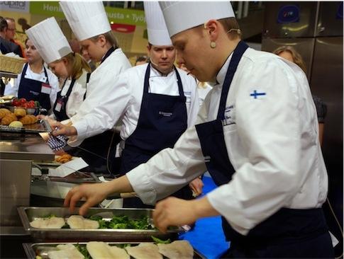 Amministratori ai Fornelli: venerdì a Cesa la politica si misura con la cucina