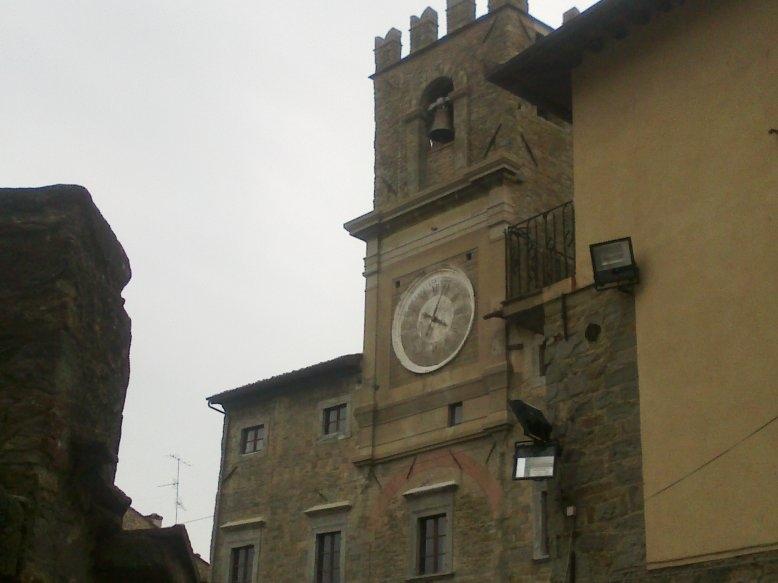 Cortona: ...e l'orologio si fermò alle 4.05