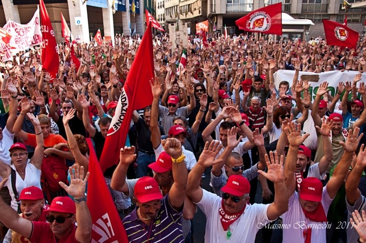 Grande partecipazione alla manifestazione contro la Manovra indetta dalla CGIL. LE FOTO