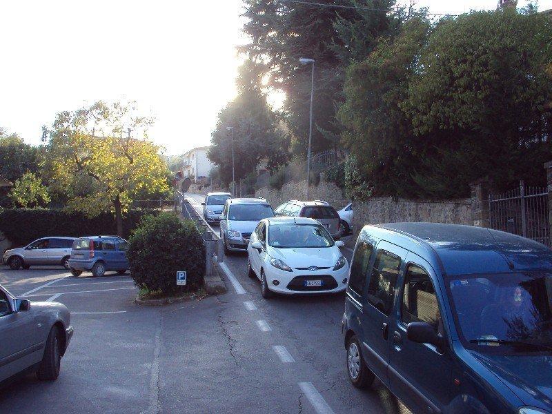 Monte San Savino: in Via Costa delle Fonti un doppio senso...senza troppo senso