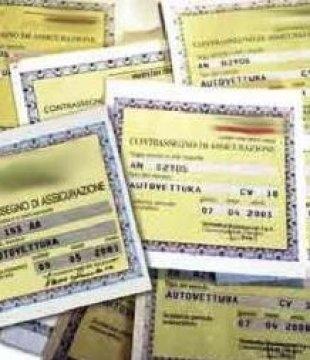 C.Fiorentino: paga con assegno falso, denunciato