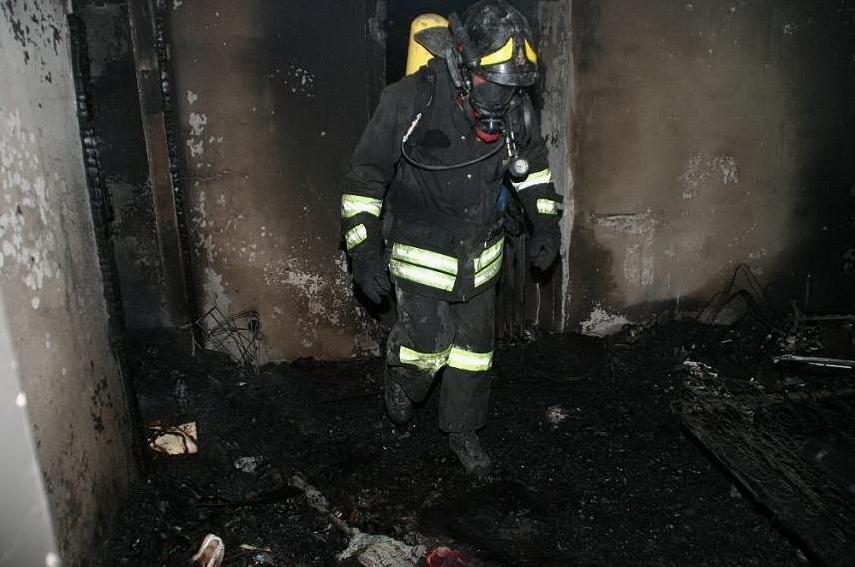 Arresti domiciliari per il cortonese che incendiò la casa dopo una lite con la convivente