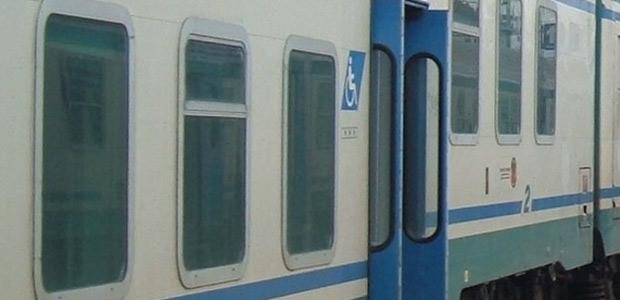 Camucia: il treno non si ferma, pendolari beffati