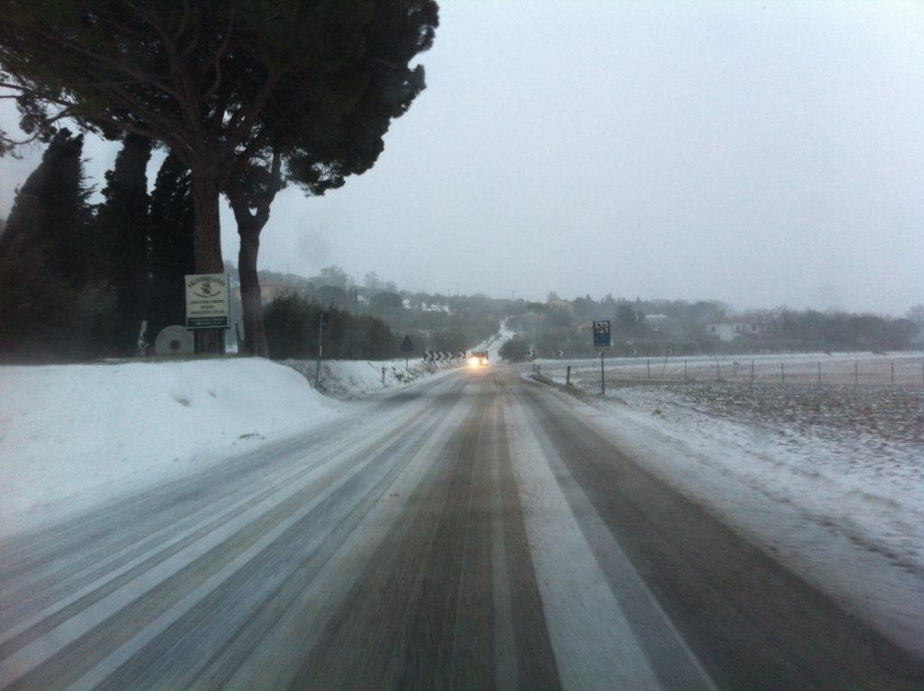 Neve, vento, ghiaccio: il peggio forse è passato, ma la situazione resta critica