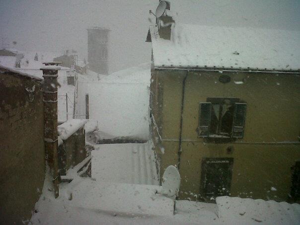 La neve è arrivata: oggi è una giornata campale