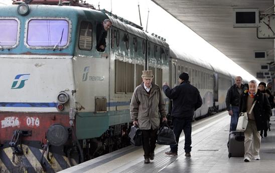 Treni: pendolari della Valdichiana di nuovo a piedi