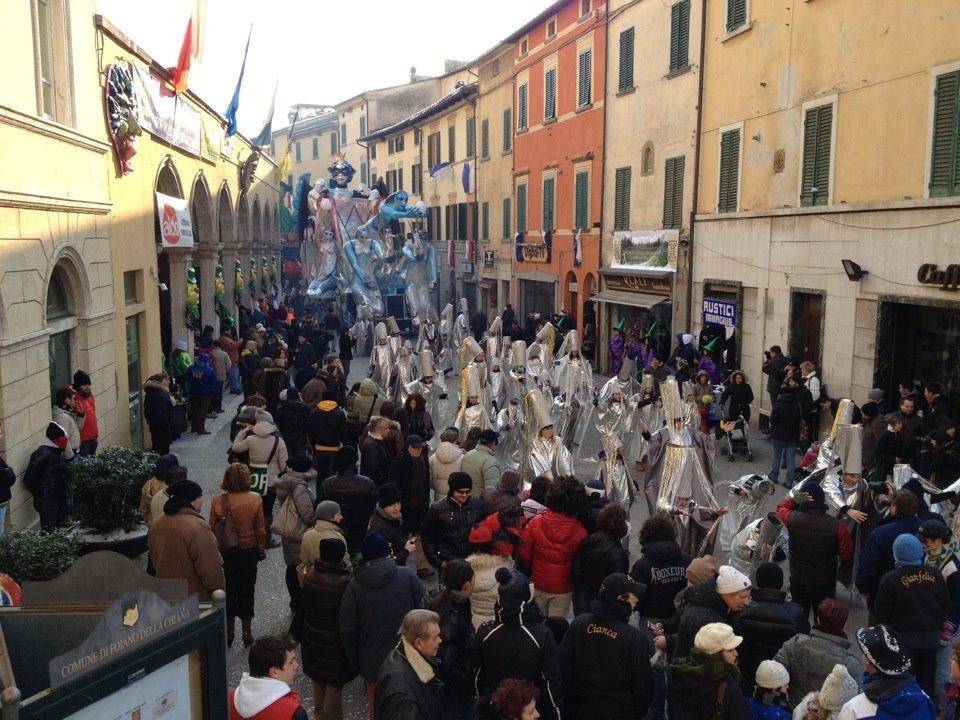 Foiano: partito il Carnevale. Foto dei carri