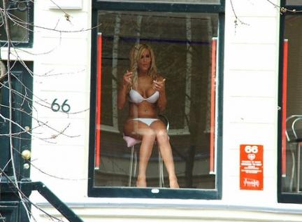 Prostituzione: quel che non può la legge potrà la crisi?