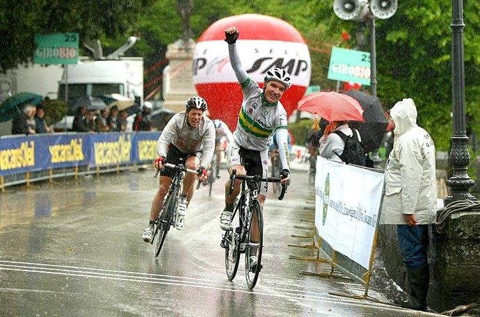 Il grande ciclismo è tornato, peccato per il maltempo