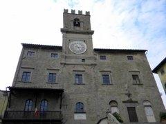 Cortona, centro storico, premiare chi