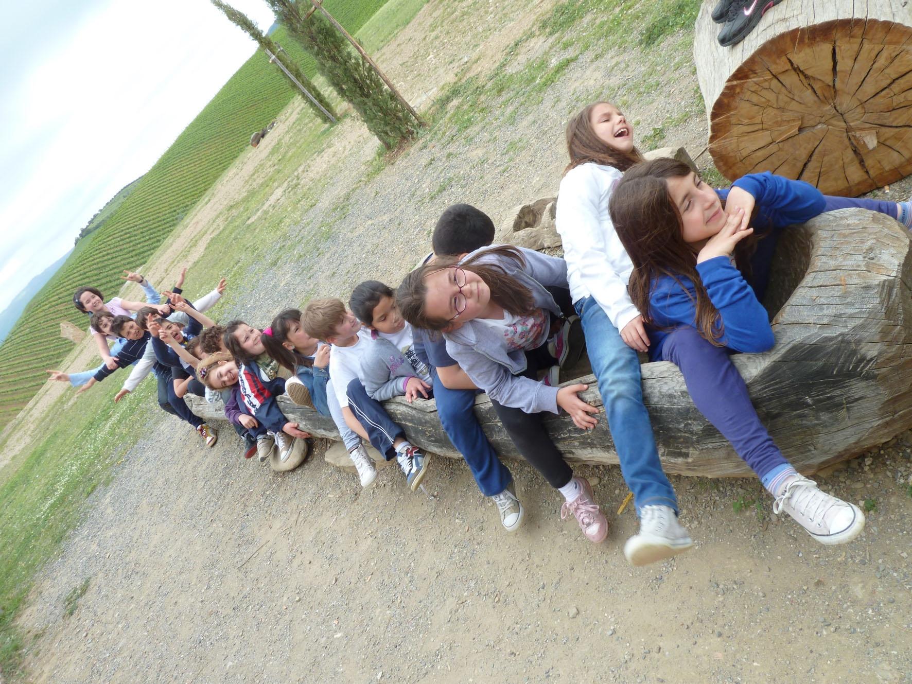 Foiano: una classe elementare visita un villaggio primitivo