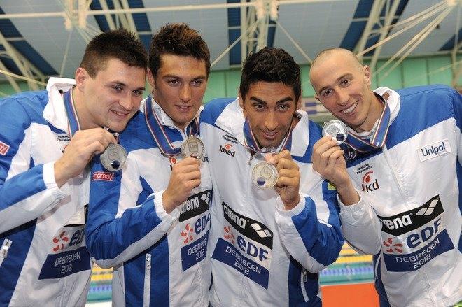 Europei di nuoto, Santucci argento con la staffetta