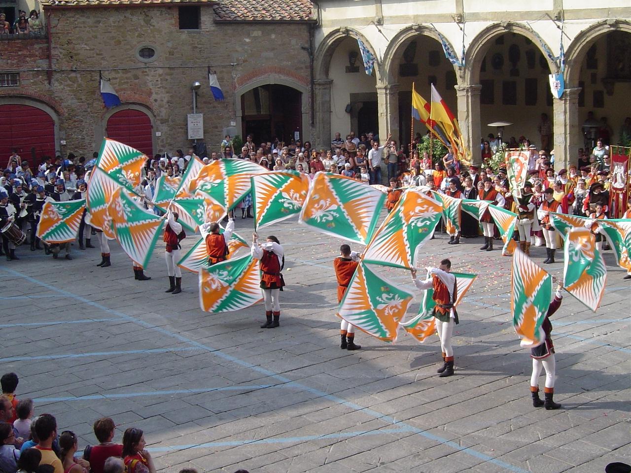 Palio, Porta Fiorentina trionfa nei Giochi di musici e sbandieratori
