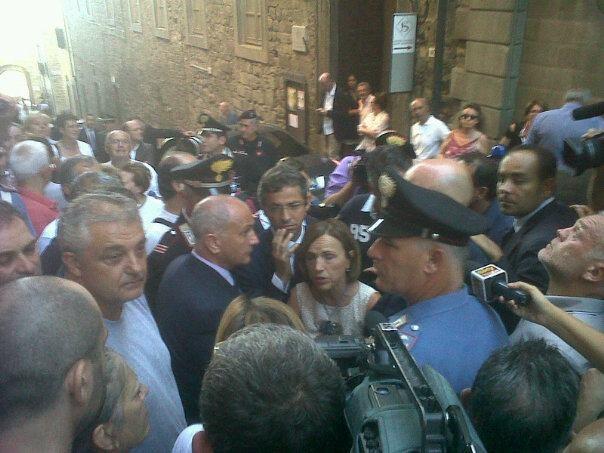 Cortona: Fornero contestata, si ferma a parlare coi manifestanti