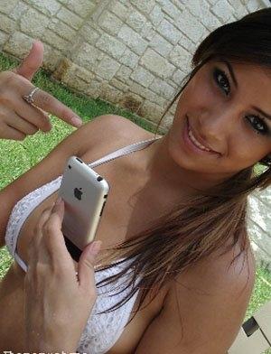 La mania dell'I Phone... e la mania di infamare quelli che hanno la mania dell'I Phone