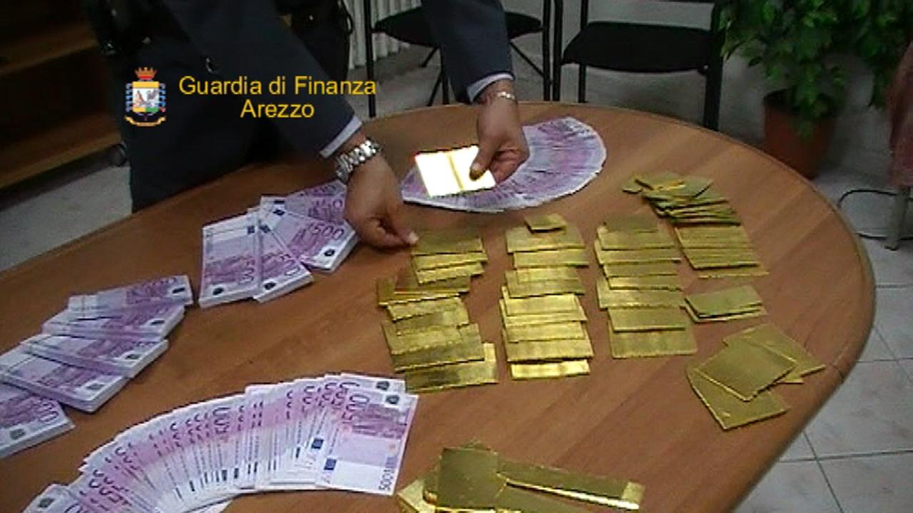 Smerciavano oro e denaro, tre persone denunciate