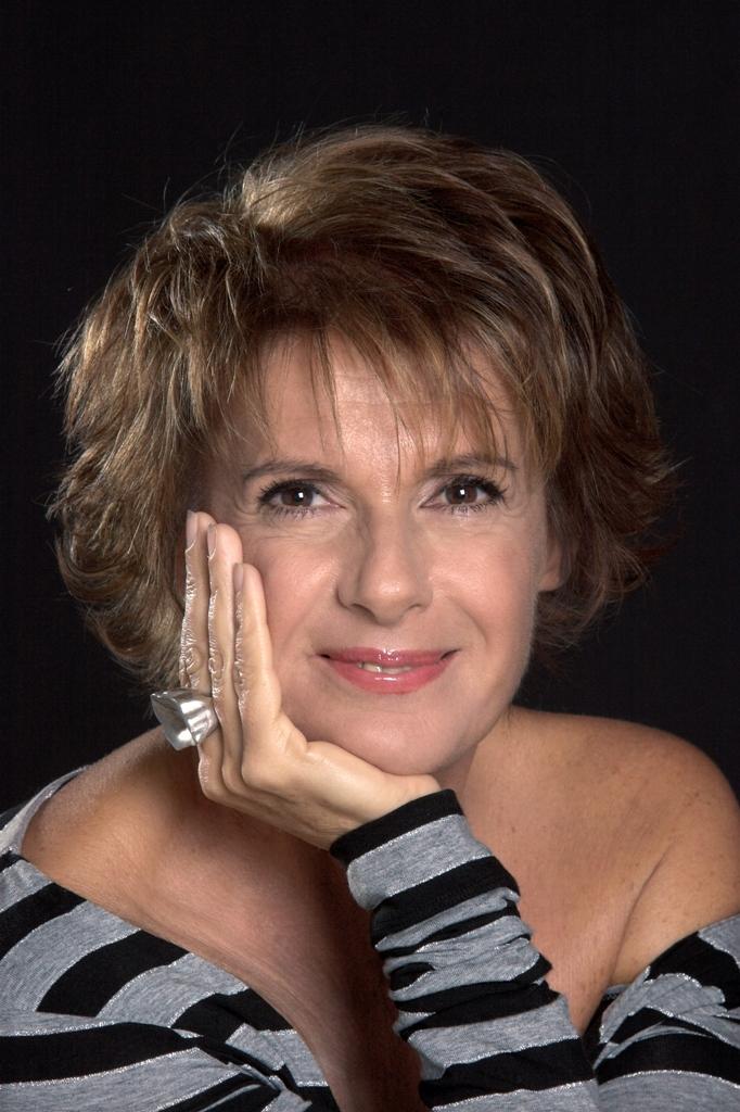 Lella Costa apre la stagione del Teatro Verdi