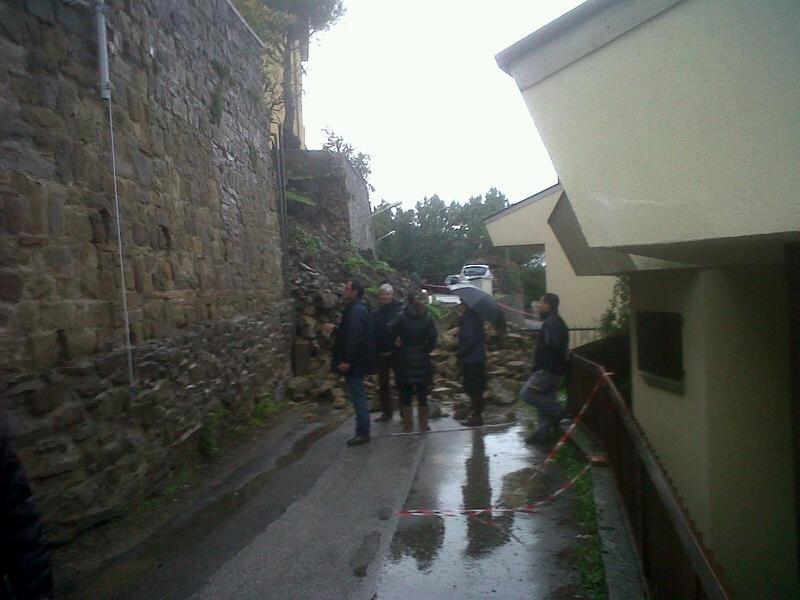Cortona, frana in via 3 Luglio: evacuate alcune abitazioni