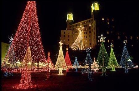 Natale: hanno ancora senso le luminarie?