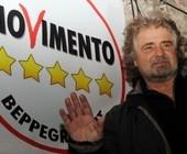 Beppe Grillo ad Arezzo: raccolta firme per il MoVimento 5 Stelle