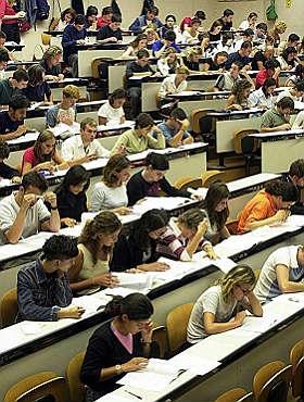 Università: calano gli iscritti, aumenta la retorica