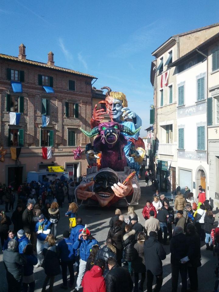 Foiano, organizzatori del Carnevale soddisfatti: 30mila presenze nelle 5 domeniche
