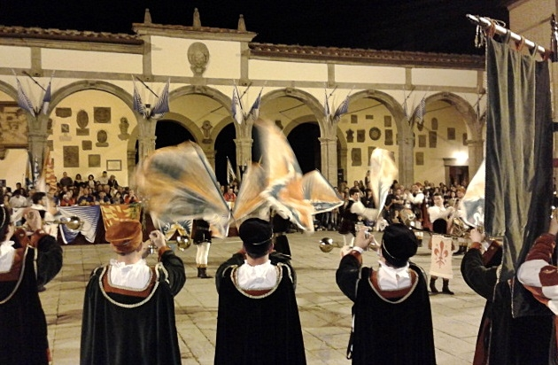 Musici e sbandieratori, Porta Fiorentina è insaziabile