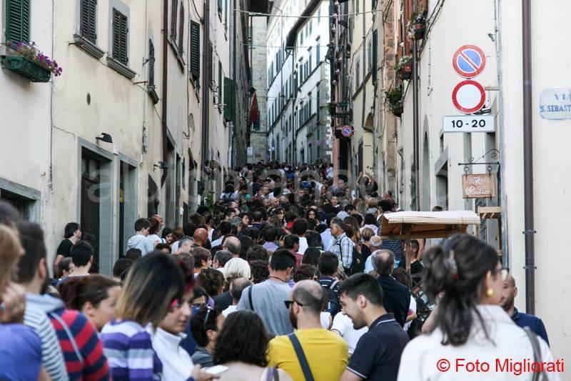 Cortona, un migliaio in coda per il biglietto di Jovanotti