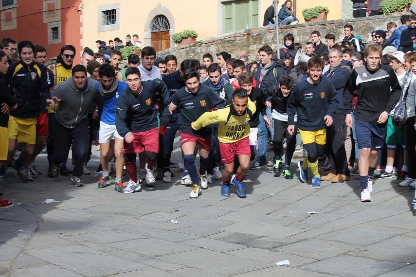In 400 ragazzi a Castiglioni 'per le vie del borgo l'anime a rallegrar'