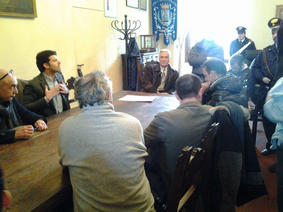 Castiglioni: la manifestazione anti-sosta a pagamento finisce nella stanza del Vice-Sindaco