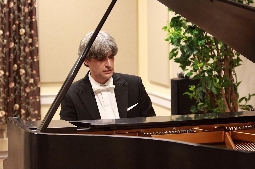 Francesco Attesti solista con l'Academy Symphony Orchestra
