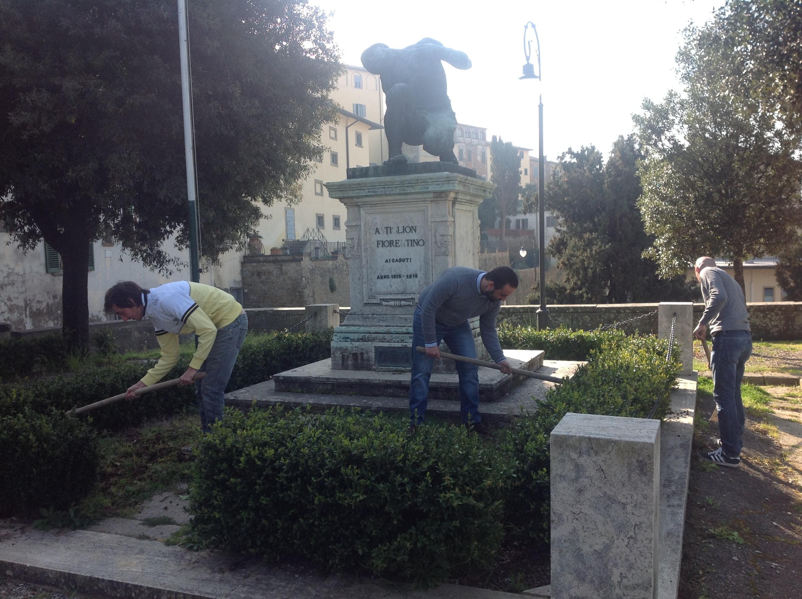 Casa Pound e Kriptonite si prendono cura del Monumento ai Caduti di Castiglion Fiorentino