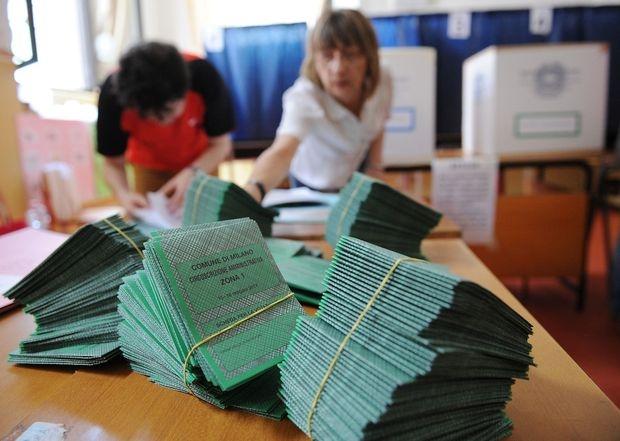 Elezioni: la grande corsa alle firme è partita