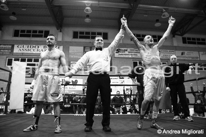 Boxe: il castiglionese Checcaglini debutta nei pro e vince
