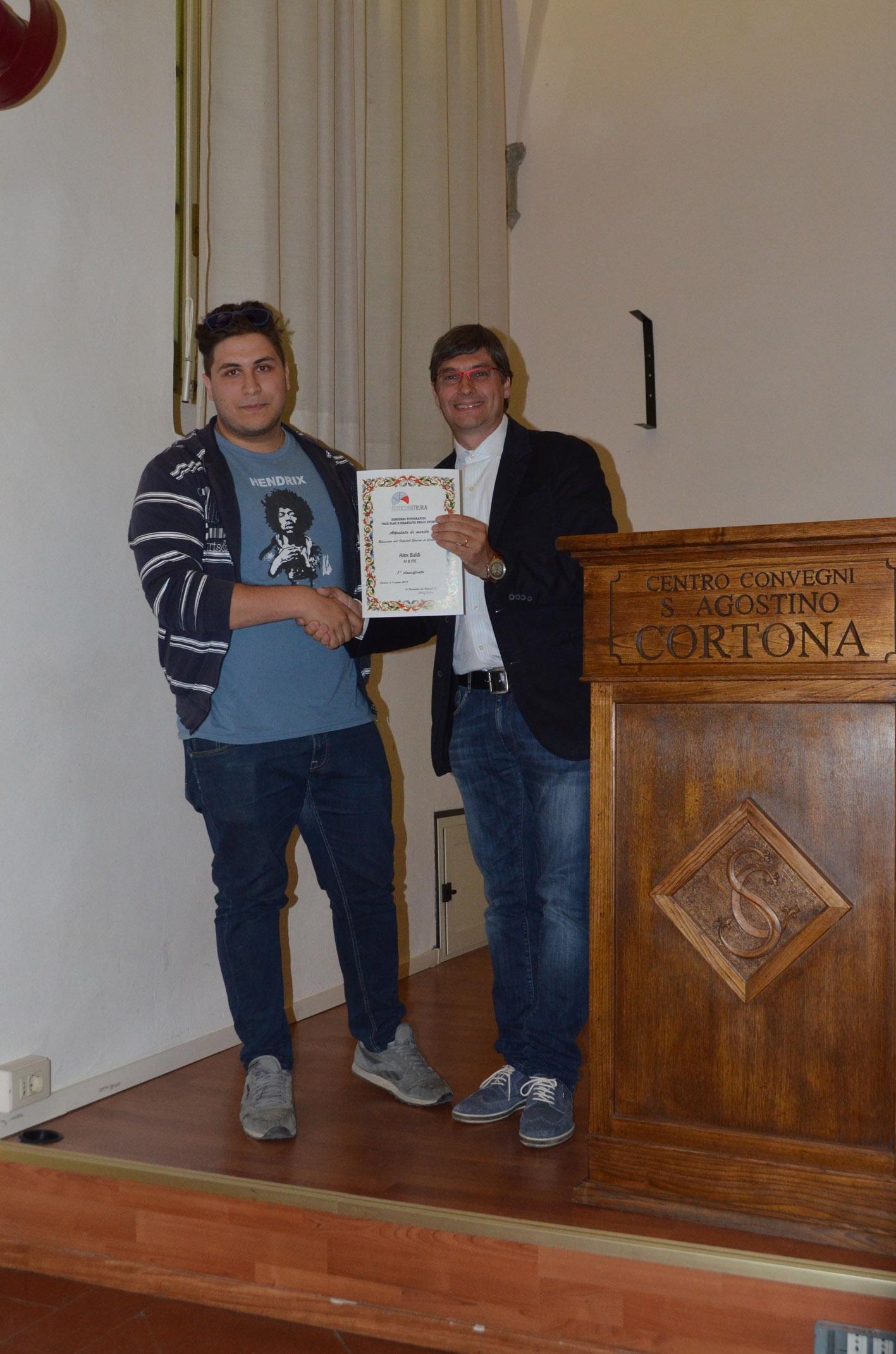 Cortona, studenti-fotografi premiati dal FotoClub Etruria