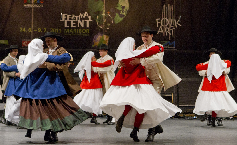 Il Folklore torna in piazza a Foiano con il Festival Europeo di Musica e Danza Popolare