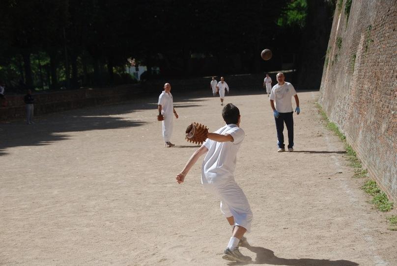Torna il campionato italiano di Pallone col Bracciale, Monte San Savino protagonista