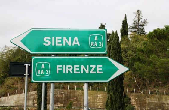 Cartelli verdi sulla Perugia - Bettolle? Nessun pedaggio, per ora
