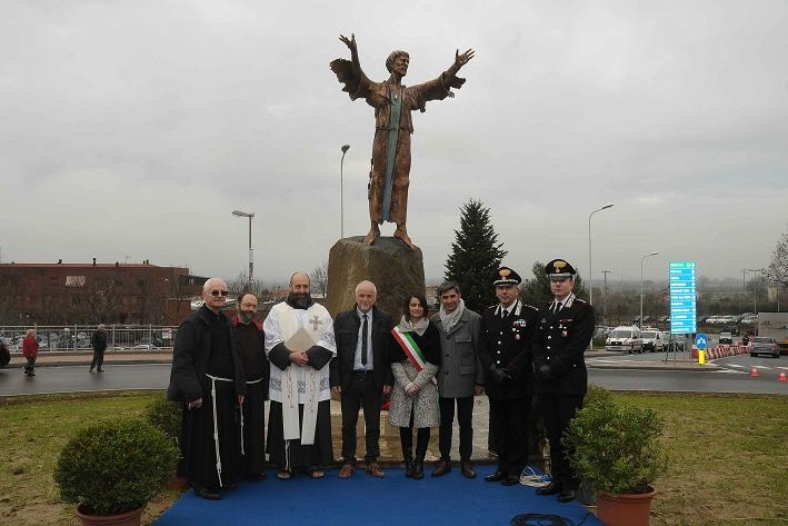 Camucia: inaugurato il monumento a San Francesco lungo la SR71