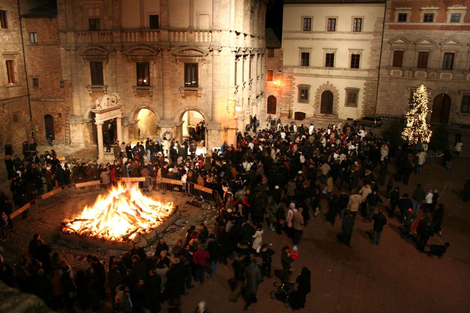 Fine anno a Montepulciano, la Festa si integra coi mercatini e il villaggio natalizio