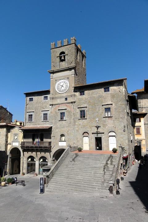 Cortona, le opposizioni chiedono un consiglio comunale aperto sulla Scuola di Fratta