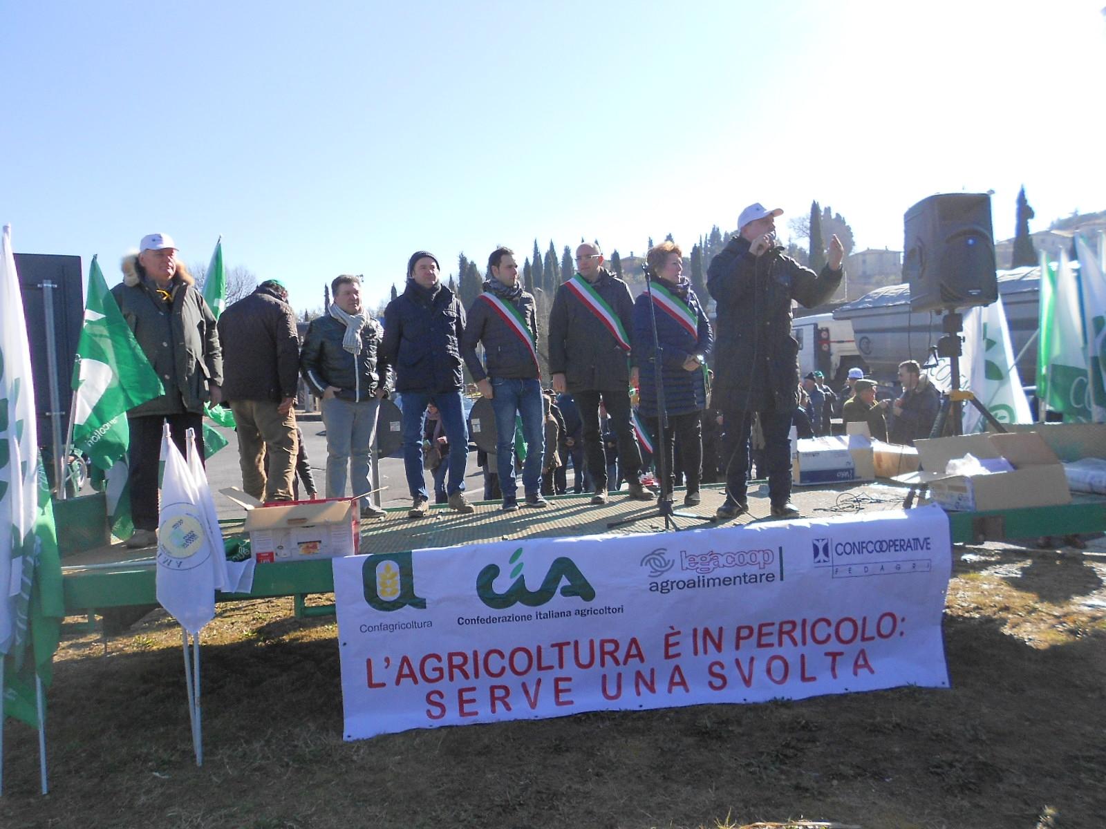 No all'Imu sui terreni agricoli: le foto della manifestazione a Bettolle