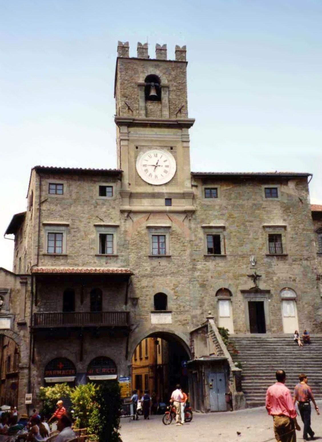 Cortona partecipa al 'Blue Day', Palazzo Comunale illuminato di blu per l'Autismo