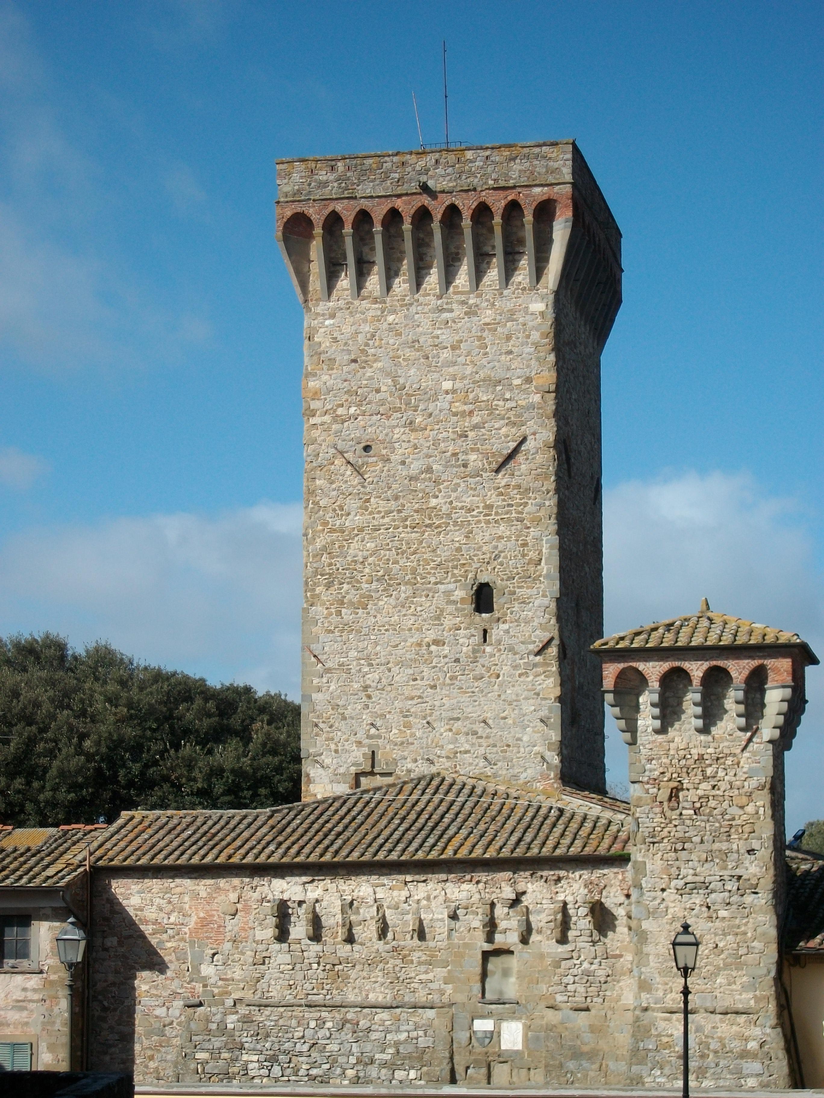 Lucignano: una luce blu per l'Autismo sulla Torre del Cassero
