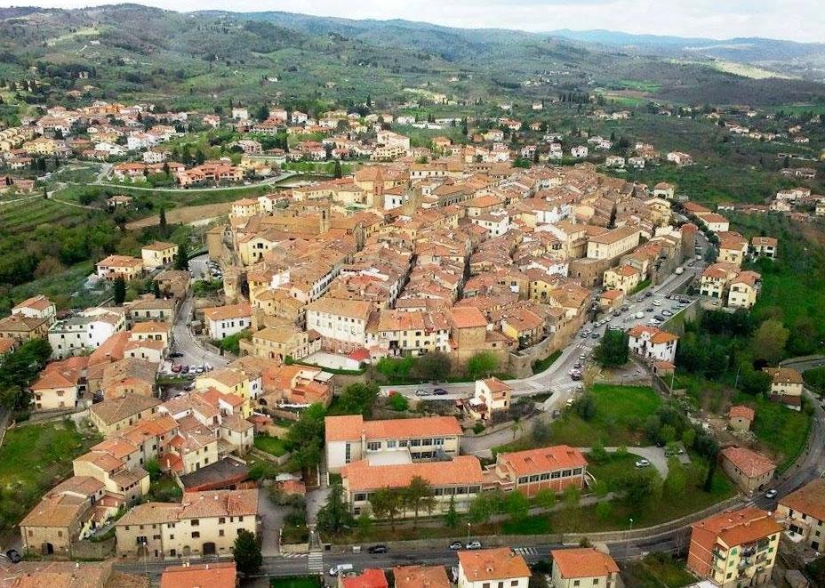 Danneggiato Monumento ai Caduti a Monte San Savino, indagini in corso per individuare i responsabili