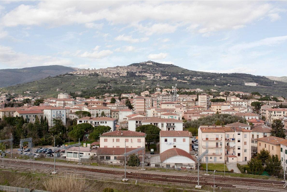 Immagini, volti, luoghi, situazioni: un libro racconta Cortona e il suo territorio