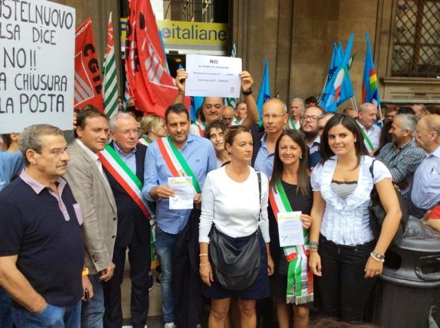 Protesta contro la chiusura degli Uffici Postali, anche Cortona presente
