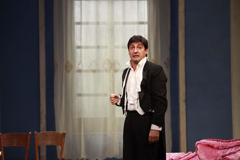 Solfrizzi inaugura la stagione teatrale cortonese con 'Sarto per signora'