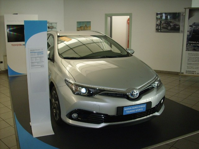 Test Drive: restyling per la Toyota Auris, agilità caratteriale